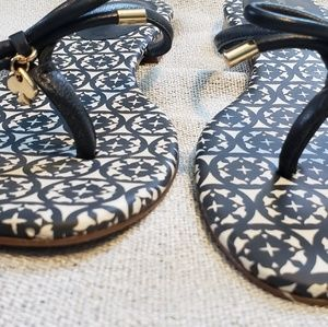 kate spade Shoes - Kate Spade Bow Flip Flops
